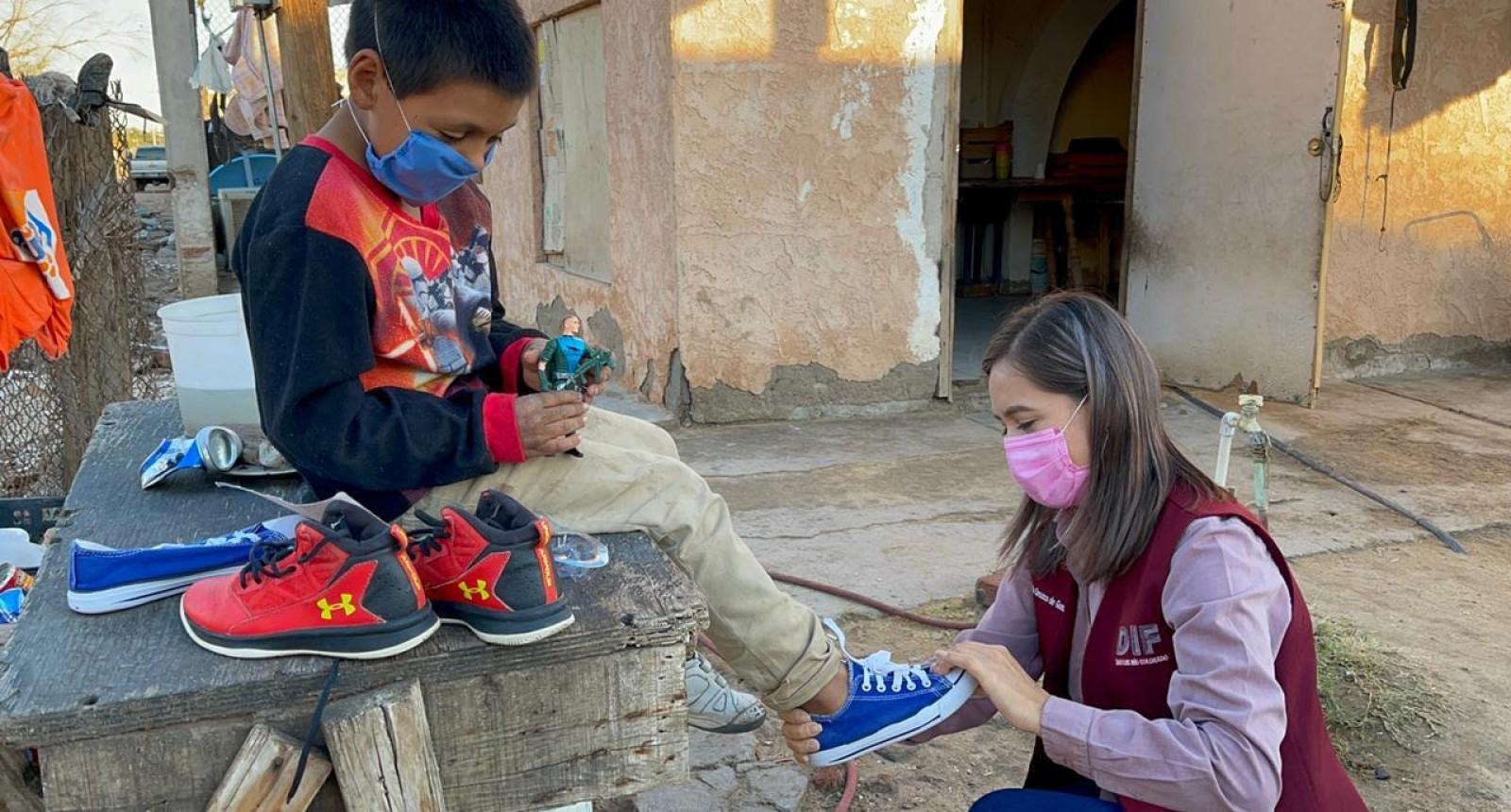 Invita DIF a donar zapatos
